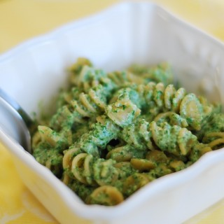 Pasta with Creamy Spinach & Walnut Sauce